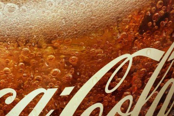 Coca Cola convierte en emojis las burbujas de su bebida